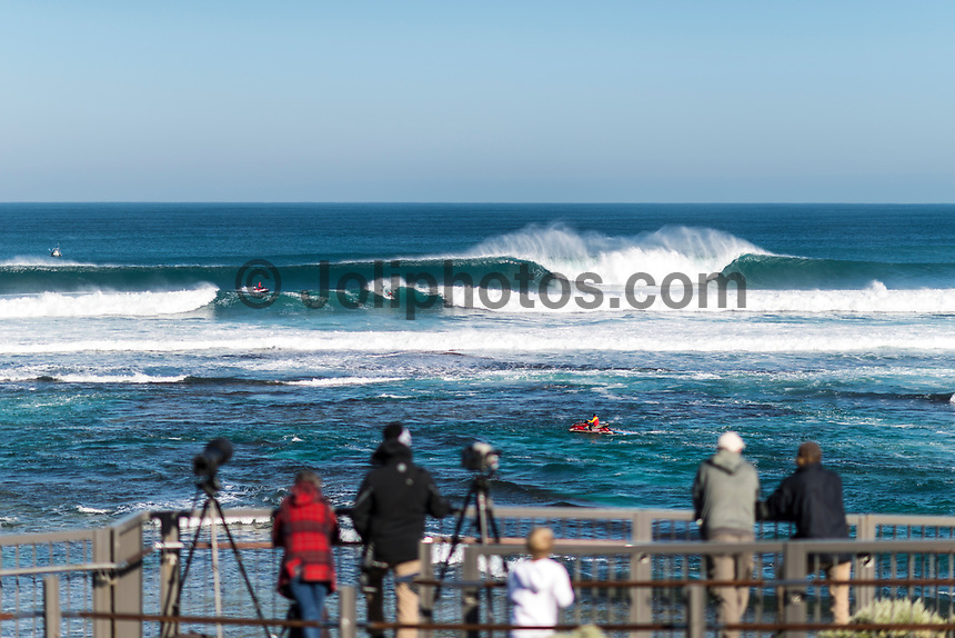 MARGARET RIVER, Western Australia/AUS (Thursday, March 30, 2017) Adriano de Souza (BRA) - The Drug Aware Margaret River Pro, Stop No. 2 of the World Surf League (WSL) Championship Tour (CT) continued today with men's Round 2 called ON for a 7:05 a.m. start. After seeing an historic opening day at North Point, competition was relocated to Main Break where the world's best surfers faced building eight foot (2.5 metre) waves.  A light onshore SW wind came in late morning.  Photo: joliphotos.com