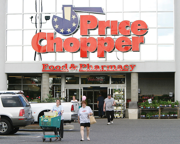 TORRINGTON, CT -14 June 2005 -061405BZ02- Shoppers walk through the parking lot in front of Price Chopper in Torrington tuesday afternoon.  The Torrington Fair Plaza, which houses Price Chopper, Wal Mart, and Sears, has been sold.  <br />  Jamison C. Bazinet Photo