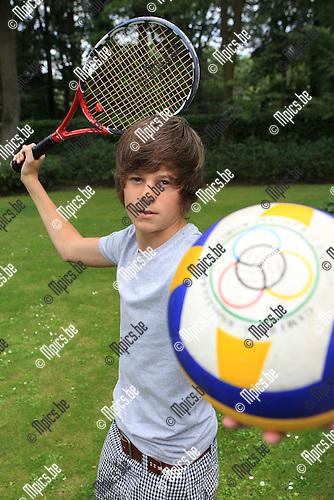 2010-08-10 / Tennis / Christophe Wygaerts combineert tennis met volleybal..Foto: mpics