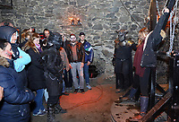 Jessi wird bei der Show im Folterturm an das Andreaskreuz gefesselt - Mühltal 03.11.2018: Halloween auf der Burg Frankenstein