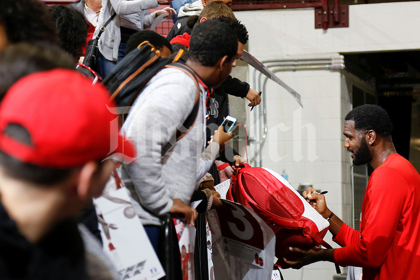 Former Ohio State player and current student manager Greg Odom, right, signs autographs for fans before a NCAA men's basketball game between the Ohio State Buckeyes and the Florida Atlantic Owls on Tuesday, December 6, 2016 at Value City Arena in Columbus, Ohio. (Joshua A. Bickel/The Columbus Dispatch)
