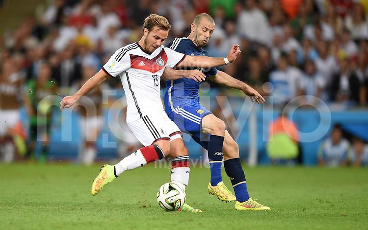 FUSSBALL WM 2014                FINALE Deutschland - Argentinien     13.07.2014 Mario Goetze (li, Deutschland) gegen Javier Mascherano (re, Argentinien)