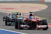 SAKHIR. BAHREIN, 21 ABRIL 2013 - F1 GP DO BAHREIN  - O piloto espanhol Fernando Alonso durante o GP do Bahrein de Fórmula 1, no circuito international de Sakhir, neste domingo (21). FOTO: PIXATHLON / BRAZIL PHOTO PRESS).