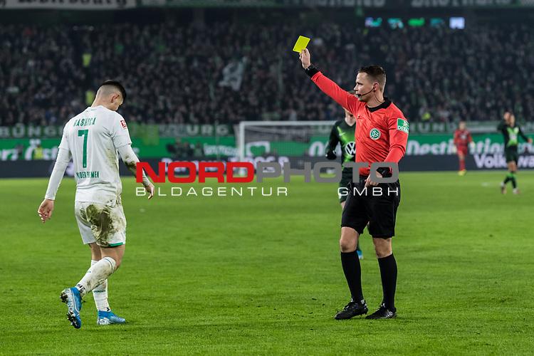 01.12.2019, Volkswagen Arena, Wolfsburg, GER, 1.FBL, VfL Wolfsburg vs SV Werder Bremen<br /> <br /> DFL REGULATIONS PROHIBIT ANY USE OF PHOTOGRAPHS AS IMAGE SEQUENCES AND/OR QUASI-VIDEO.<br /> <br /> im Bild / picture shows<br /> Gelbe Karte für Milot Rashica (Werder Bremen #07), <br /> <br /> Foto © nordphoto / Ewert