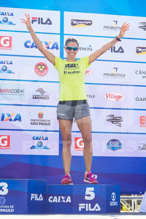 SAO PAULO, SP, 09.04.2016 -MARATONA-SP - As cinco primeiras colocadas da Elite feminina, durante a premiação na Maratona Internacional de São Paulo na região do parque do Ibirapuera na região sul de São Paulo neste domingo, 09(Foto: Danilo Fernandes/Brazil Photo Press)