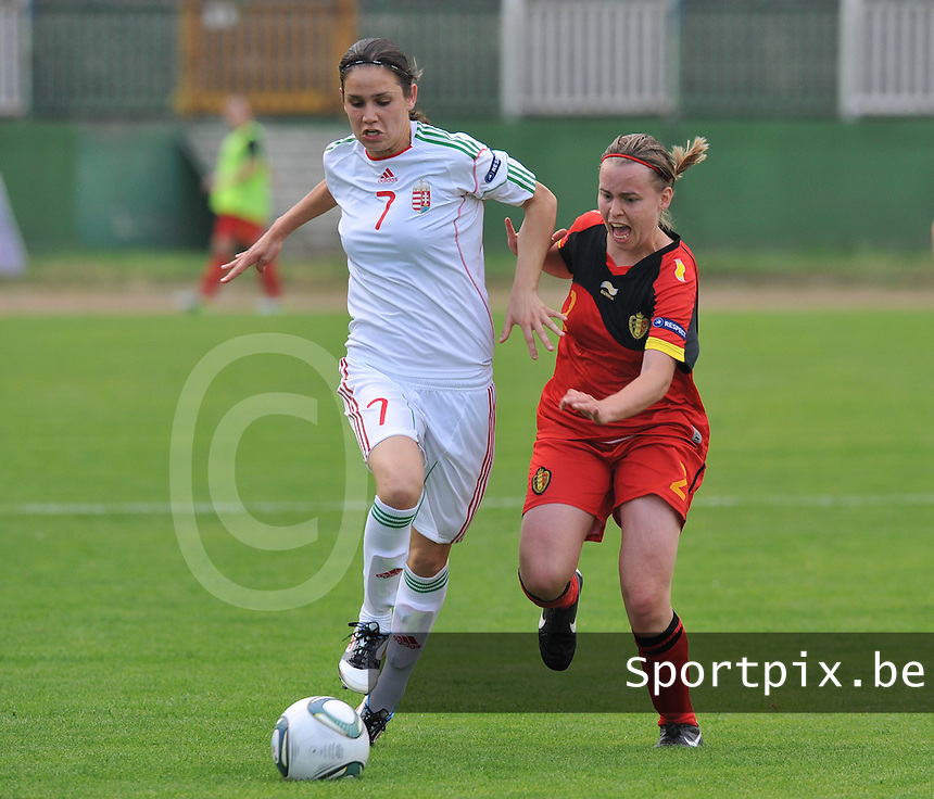Hungary - Hongarije : UEFA Women's Euro Qualifying group stage (Group 3) - 20/06/2012 - 17:00 - szombathely  - : Hungary ( Hongarije ) - BELGIUM ( Belgie) :.duel tussen Stefanie Van Broeck en Lila Sipos.foto DAVID CATRY / JOKE VUYLSTEKE / Vrouwenteam.be.