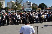 SÃO PAULO 13 JULHO 2013 - ATO EM LEMBRANÇAS DAS VÍTIMAS DO VÔO JJ3054 TAM - Familiares das vítimas do Vôo JJ3054 da TAM que mataou 199 pessoas em 2007 se reuiram em um ato que lembrou os 6 anos da tragédia. O encontro aconteceu na manhã deste sabado (13) no Memorial 17 de Julho na zona sul de São Paulo. FOTO: LEVI BIANCO - BRAZIL PHOTO PRESS