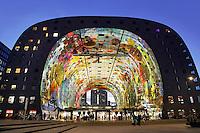 Rotterdam- De Markthal te Rotterdam is een woon- en winkelgebouw met inpandige markthal, gesitueerd bij Blaak. De opening vond plaats op 1 oktober 2014 . De appartementen kijken uit op de markt