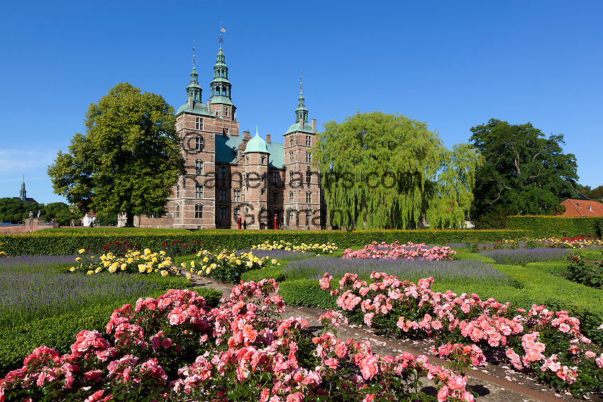 Denmark, Zealand, Copenhagen: Rosenborg Slot (castle) built as Summer House in 1606-1634 for Christian 4th, and Rose Garden   Daenemark, Insel Seeland, Kopenhagen: Schloss Rosenborg erbaut 1606-1634 von Christian IV. und Rosengarten