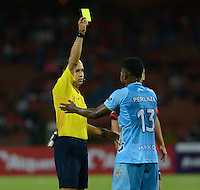 MEDELLIN -COLOMBIA, 18-09-2016. Luis Sánchez referee central muestra la tarjeta amarilla a Elvis Perlaza de Jaguaes FC .Acción de juego entre Independiente Medellín y Jaguares FC durante encuentro  por la fecha 13 de la Liga Aguila II 2016 disputado en el estadio Atanasio Girardot ./ Luis Sanchez central referee shows the yellow card to Elvis Perlaza.Action game between Independiente Medellin and Jaguares FC    during match for the date 13 of the Aguila League II 2016 played at Atanasio Girardot  stadium . Photo:VizzorImage / León Monsalve   / Contribuidor