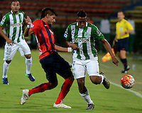 MEDELLIN- COLOMBIA - 24-11-2016: Andres Ibargüen (Der.) jugador de Atletico Nacional de Colombia de disputa el balon con Marcos Riveros (Izq.) jugador de Cerro Porteño de Paraguay, durante partido de vuelta entre Atletico Nacional de Colombia y Cerro Porteño de Paraguay por las semifinales de la Copa Suramericana en el estadio Atanasio Girardot de la ciudad de Medellin.  / Andres Ibargüen (R) player of Atletico Nacional de Colombia vies for the ball with Marcos Riveros (L) player of Cerro Porteño of Paraguay during a match between Atletico Nacional of Colombia and Cerro Porteño of Paraguay for the second leg of the semifinals of the South American Cup at the Atanasio Girardot stadium in the city of Medellin. Photo: VizzorImage / Leon Monsalve / Cont.