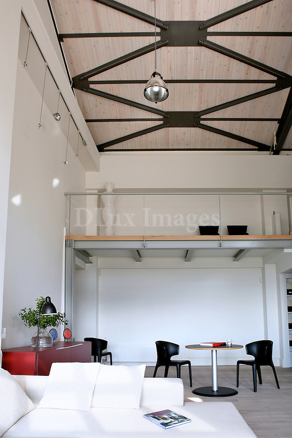 An integrated, broad, former industrial space, which is bathed in the midday light and has a little of that old Athens aura, is the home of busy civil engineer Konstantinos Politis.