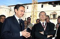 L'Aquila: José Luis Zapatero col ministro Frattini visita le macerie del terremoto