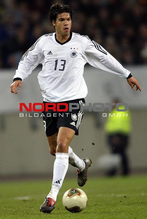 Laenderspiel EM 2004 Qualifikation<br /> Deutschland vs. Island 3:0<br /> Michael Ballack<br /> Foto &copy; nordphoto - Ruediger Lampe<br /> <br />  *** Local Caption *** Foto ist honorarpflichtig! zzgl. gesetzl. MwSt.<br />  Belegexemplar erforderlich<br /> Adresse: nordphoto<br /> Georg-Reinke-Strasse 1<br /> 49377 Vechta