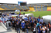BOGOTA -COLOMBIA, 25-06-2013. Oscar Sandino hincha del equipo Los Millonarios asesinado en inmediaciones del estadio Pascual Guerrero de Cali , fué homenajeado por sus compañeros en el  estadio El Campín de la capital. Oscar Sandino fan of the team killed in nearby Los Millonarios Pascual Guerrero stadium in Cali, was honored by his peers at the El Campin stadium in the capital.<br />