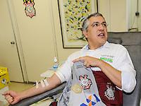 SAO PAULO, SP, 06 ABRIL 2013  CAMPANHA SANGUE CORINTIANO - O Ministro da Saúde, Alexandre Padilha, no primeiro dia da 11ª edição da Campanha Sangue Corintiano que acontece entre os dias 06 e 13 de abril, no Hemocentro do Hospital das Clínicas, em São Paulo nesta sábado, 06.  FOTO: WILLIAM VOLCOV / BRAZIL PHOTO PRESS.