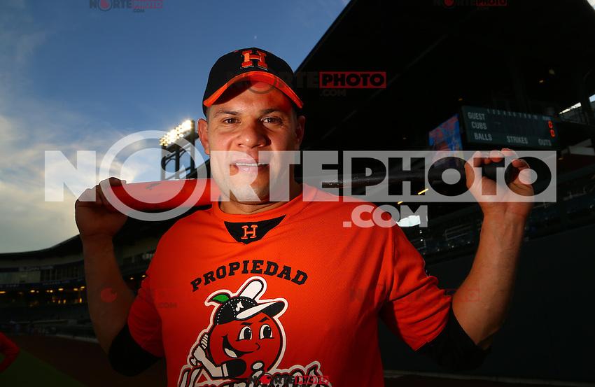 Jonathan Aceves  catcher de Naranjeros , previo al juego contra Aguilas de Mexicali, la Fiesta Mexicana del beisbol  celebrada  en el estadio Sloan Park de Phoenix (Meza) Arizona, el 18 de Septiembre del 2015.<br /> <br /> CreditoFoto:LuisGutierrez<br /> TodosLosDerechosReservados<br /> ElIMPARCIAL