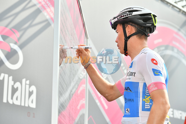 Miguel Angel Lopez (Col) Astana Pro Team Maglia Bianca at sign on before the start of Stage 20 of the 2018 Giro d'Italia, running 214km from Susa to Cervinia is the final mountain stage, with the last three climbs of Giro 101 deciding the GC of the Corsa Rosa, Italy. 26th May 2018.<br /> Picture: LaPresse/Massimo Paolone | Cyclefile<br /> <br /> <br /> All photos usage must carry mandatory copyright credit (© Cyclefile | LaPresse/Massimo Paolone)