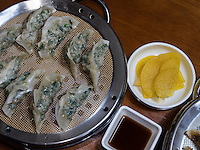 Mandu-ged&auml;mpfte Teigtaschen, Andong, Provinz Gyeongsangbuk-do, S&uuml;dkorea, Asien<br /> Mandu-steamed dumplings  in Andong,  province Gyeongsangbuk-do, South Korea, Asia