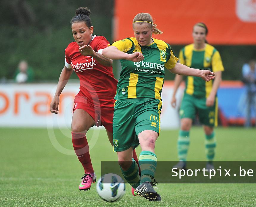 KNVB Beker Finale : ADO Den Haag - FC Twente : Shanice van de Sanden in duel met  Marissa Compier (rechts)<br /> foto DAVID CATRY / Nikonpro.be