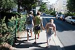 l'association l'arche acceuille des personnes handicapées mentales. Le matin, les Résidents de l'épi se rendent en métro au centre d'activités.