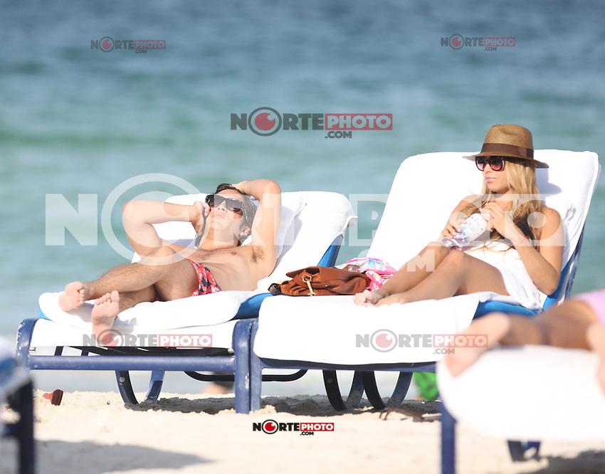MRPIXX - 10 JULY 11..MIAMI BEACH, FLORIDA..DIEGO BONETA AND GIRLFRIEND IN MIAMI BEACH DAY..NON EXCLUSIVE BY...MRPIXX