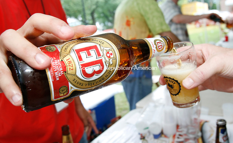 WATERBURY, CT, 09/13/08- 091308BZ14- A glass of EB Beer is poured at the 3rd annual Brass City Brew Fest in Library Park Saturday afternoon.  <br /> Jamison C. Bazinet Republican-American