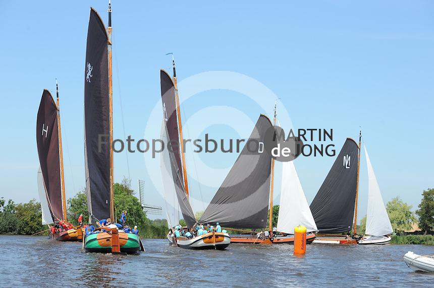 ZEILEN: EARNEWALD: 22-07-2014, SKS Skûtsjesilen, ©foto Martin de Jong