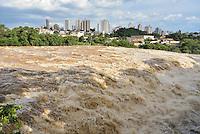 PIRACICABA, SP, 15.03.2016 - RIO DE PIRACICABA - A vazão do Rio Piracicaba está em 292m3 de água por segundo e o nível de 3,27m, de acordo com o site do Consórcio PCJ que monitora os rios Piracicaba, Capivari e Jundiaí, nesta terça-feira, 15. (Foto: Mauricio Bento / Brazil Photo Press)