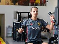 20170608 – TUBIZE , BELGIUM : illustration picture shows a part of the red flames team with Laura De Neve  during a fitness and physical session at the fitnessroom of the Belgian national women's soccer team Red Flames trainingscamp to prepare for the Women's Euro 2017 in the Netherlands, on Thursday 8 June 2017 in Tubize.  PHOTO SPORTPIX.BE | DAVID CATRY
