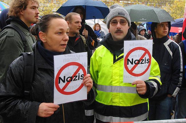Protest gegen Bundesparteitag der NPD in Berlin<br /> Am Samstag den 11. November 2006 fuehrte die rechtsextreme NPD ihren Bundesparteitag in Berlin-Reinickendorf durch. Ein spontanes Buendnis von CDU, SPD, Gruenen, PDS und Gewerkschaften rief zu einer Protestkundgebung auf. An der Kundgebung nahmen ca. 300 Menschen teil.<br /> 11.11.2006, Berlin<br /> Copyright: Christian-Ditsch.de<br /> [Inhaltsveraendernde Manipulation des Fotos nur nach ausdruecklicher Genehmigung des Fotografen. Vereinbarungen ueber Abtretung von Persoenlichkeitsrechten/Model Release der abgebildeten Person/Personen liegen nicht vor. NO MODEL RELEASE! Nur fuer Redaktionelle Zwecke. Don't publish without copyright Christian-Ditsch.de, Veroeffentlichung nur mit Fotografennennung, sowie gegen Honorar, MwSt. und Beleg. Konto: I N G - D i B a, IBAN DE58500105175400192269, BIC INGDDEFFXXX, Kontakt: post@christian-ditsch.de<br /> Bei der Bearbeitung der Dateiinformationen darf die Urheberkennzeichnung in den EXIF- und  IPTC-Daten nicht entfernt werden, diese sind in digitalen Medien nach &sect;95c UrhG rechtlich geschuetzt. Der Urhebervermerk wird gemaess &sect;13 UrhG verlangt.]
