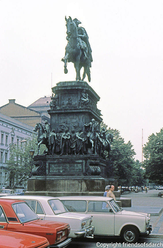 East Berlin : Frederick the Great--statue. Unter Den Linden.