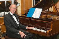 Roger Swift Pianist
