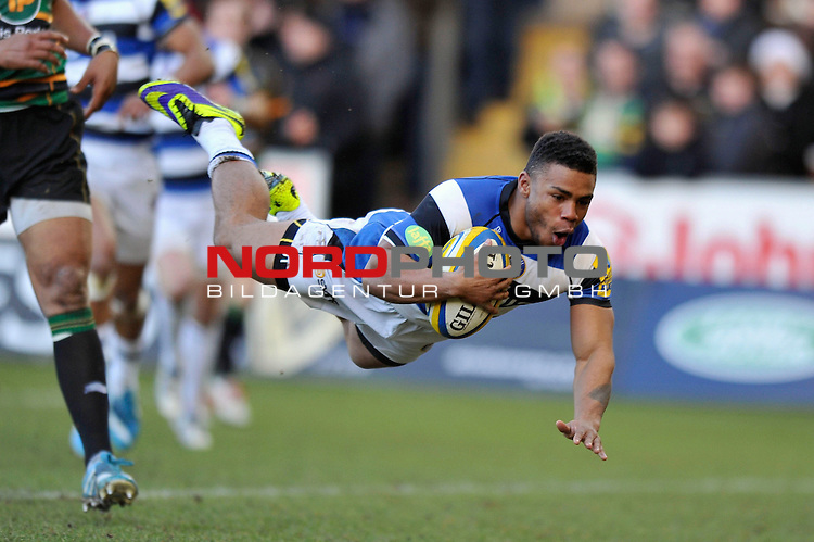 Kyle Eastmond (Bath) scores the opening try of the match -  28/12/2013 - SPORT - RUGBY UNION -  Franklin's Gardens, Northampton - Northampton Saints v Bath - Aviva Premiership.<br /> Foto nph / Meredith<br /> <br /> ***** OUT OF UK *****