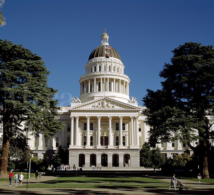 The exterior architectureof the California State Capitol Building featuring a dome roof, cupola and columns. Sacramento, California.
