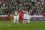 05.08.2017, Weserstadion, Bremen, GER, FSP, SV Werder Bremen (GER) vs FC Valencia (ESP)<br /> <br /> im Bild<br /> Startelf von Werder Bremen im Mannschaftskreis, <br /> Jiri Pavlenka (Werder Bremen #1), Robert Bauer (Werder Bremen #4), Ludwig Augustinsson (Werder Bremen #5), Thomas Delaney (Werder Bremen #6), Florian Kainz (Werder Bremen #7), Jerome Gondorf (Werder Bremen #8), Max Kruse (Werder Bremen #10), Milos Veljkovic (Werder Bremen #13), Theodor Gebre Selassie (Werder Bremen #23), Lamine San&eacute; / Sane (Werder Bremen #26), Maximilian Eggestein (Werder Bremen #35)m <br /> <br /> Foto &copy; nordphoto / Ewert