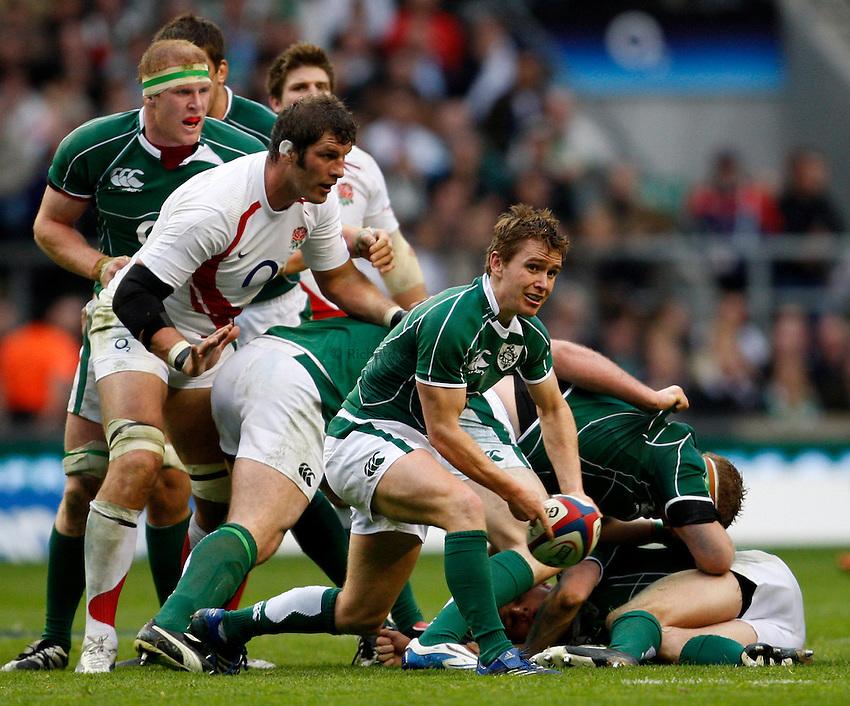 Photo: Richard Lane/Richard Lane Photography. .England v Ireland. RBS Six Nations. 15/03/2008. Ireland's Eoin Reddan passes.