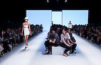 S&Atilde;O PAULO,SP, 26.10.2016 - SPFW-AMIR SLAMA - Desfile da grife Amir Slama durante a S&atilde;o Paulo Fashion Week N42 no Parque do Ibirapuera na regi&atilde;o sul de S&atilde;o <br /> Paulo nesta quarta-feira, 26. <br /> <br /> (Foto: Fabricio Bomjardim/Brazil Photo Press)