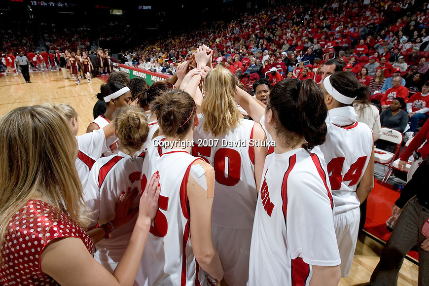 MADISON, WI - JANUARY 28: The Wisconsin Badgers huddle during a timeout against the Minnesota Golden Gophers at the Kohl Center on January 28, 2007 in Madison, Wisconsin. The Badgers beat the Golden Gophers 70-57. (Photo by David Stluka)