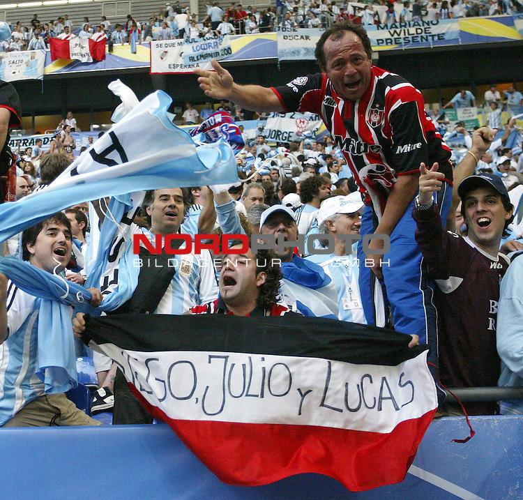 FIFA WM 2006 -  Gruppe C Vorrunde ( Group C )<br /> Play   #21 (16-Jun) - Agrentinien - Serbien / Montenego<br /> <br /> Die Fans von Argentinien feiern nach dem Schlusspfiff ihre Mannschaft.<br /> <br /> Foto &copy; nordphoto