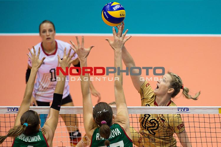 05.10.2014, Pala Trieste, Triest<br /> Volleyball, FIVB Volleyball Women`s World Championship 2014, 2. Runde, Deutschland (GER) vs. Aserbaidschan (AZE)<br /> <br /> Block / Doppelblock Ayshan Abdulazimova (#6 AZE), Polina Rahimova (#17 AZE) - Angriff Heike Beier (#12 GER)<br /> <br />   Foto &copy; nordphoto / Kurth
