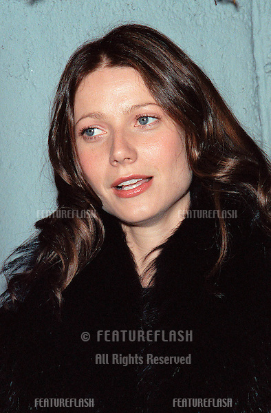 "09NOV99: Actress GWYNETH PALTROW at the Los Angeles premiere of ""Dogma"" which stars Ben Affleck, Matt Damon, Salma Hayek, Kevin Smith and Alanis Morissette..© Paul Smith / Featureflash"