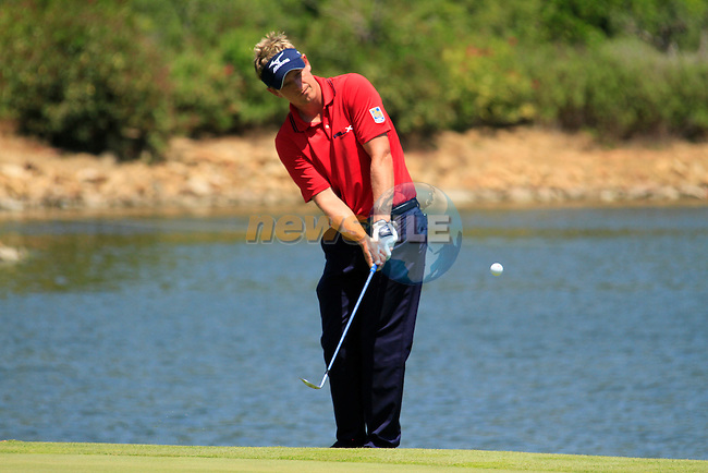 Luke Donald (ENG) chips onto the par3 4th green during the afternoon Final session on the Final Day of the Volvo World Match Play Championship in Finca Cortesin, Casares, Spain, 22nd May 2011. (Photo Eoin Clarke/Golffile 2011)