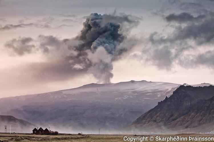 Eyjafjallajökull erupting volcano in southern Iceland, April 2010.