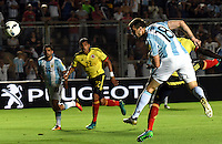 SAN JUAN- ARGENTINA-15-11-2016: Lucas Pratto (Der.) jugador de Argentina, anota gol a de Colombia, durante partido entre los seleccionados de Argentina y Colombia por la fecha 12 válido por la clasificación a la Copa Mundo FIFA Rusia 2018, jugado en el Estadio San Juan del Bicentenario de la ciudad de San Juan. /  Lucas Pratto (R) player of Argentina scored a goal to Colombia, during match between Argentina and Colombia for the date 12 valid for the  FIFA World Cup Russia 2018, Qualifier played at San Juan del Bicentenario Stadium in San Juan city. Photo: VizzorImage / Mario Garcia /Photogamma / Cont.