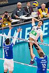 24.02.2019, SAP Arena, Mannheim<br /> Volleyball, DVV-Pokal Finale, VfB Friedrichshafen vs. SVG LŸneburg / Lueneburg<br /> <br /> Block / Doppelblock David Sossenheimer (#5 Friedrichshafen), Jakob GŸnthšr / Guenthoer (#12 Friedrichshafen) - Angriff Ryan Sclater (#15 Lueneburg)<br /> <br />   Foto © nordphoto / Kurth