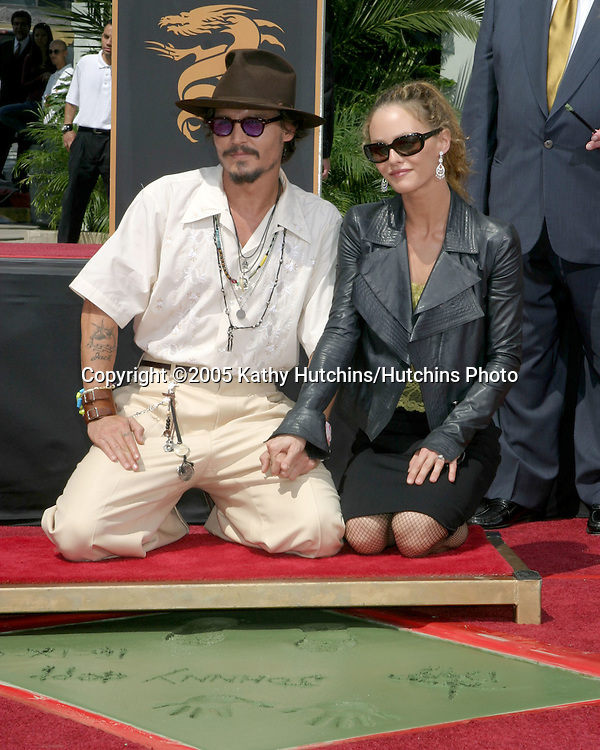 Johnny Depp.Vanessa Paradis.Handprint and Foodprint Ceremony for Johnny Depp.Grauman's Chinese Theater.Los Angeles, CA.September 16, 2005.©2005 Kathy Hutchins / Hutchins Photo
