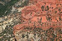 4415 / Cedar Breaks: AMERIKA, VEREINIGTE STAATEN VON AMERIKA, UTAH,  (AMERICA, UNITED STATES OF AMERICA), 18.05.2006:Cedar Breaks ist ein National Monument im US-Bundesstaat Utah. Der kleine Park umfasst die bizarren Erosionsformen im Sandstein eines Hanges auf der Westseite des Markagunt Plateaus. Er bildet das Gegenstueck zum wesentlich bekannteren Bryce-Canyon-Nationalpark auf der Ostseite der selben Bergkette...
