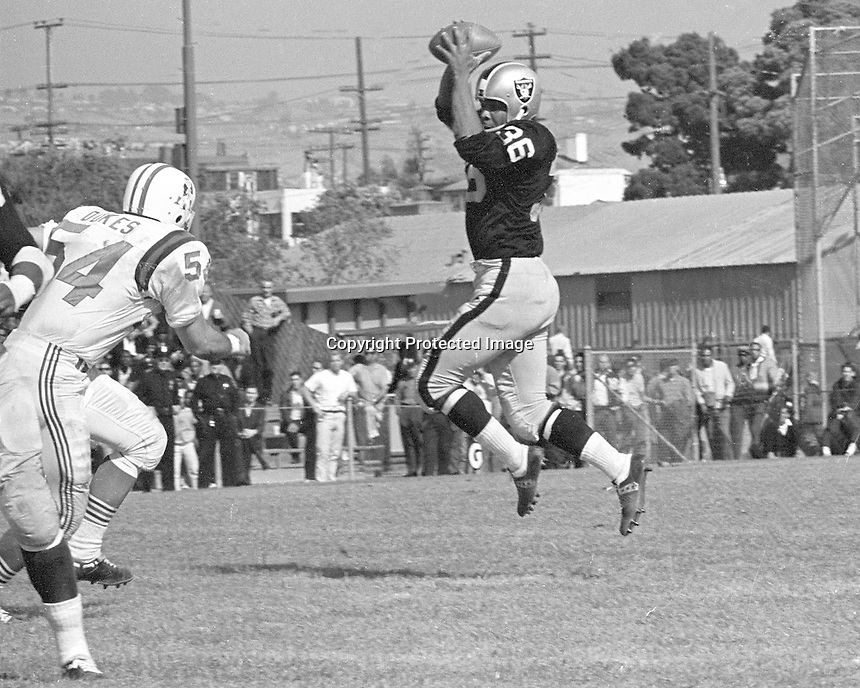 Oakland Raiders ....Clem Daniels catches pass at old Frank Youell Field in Downtown Oakland..(photo 1963/Ron Riesterer)