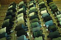 GERMANY Hamburg, turkish muslims during friday prayer in mosque in Hamburg-Wilhelmsburg / DEUTSCHLAND Hamburg, tuerkische Muslime beim Gebet in Moschee in Hamburg Wilhelmsburg